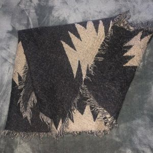Aritzia Wilfred Diamond Mosaic Triangle Scarf